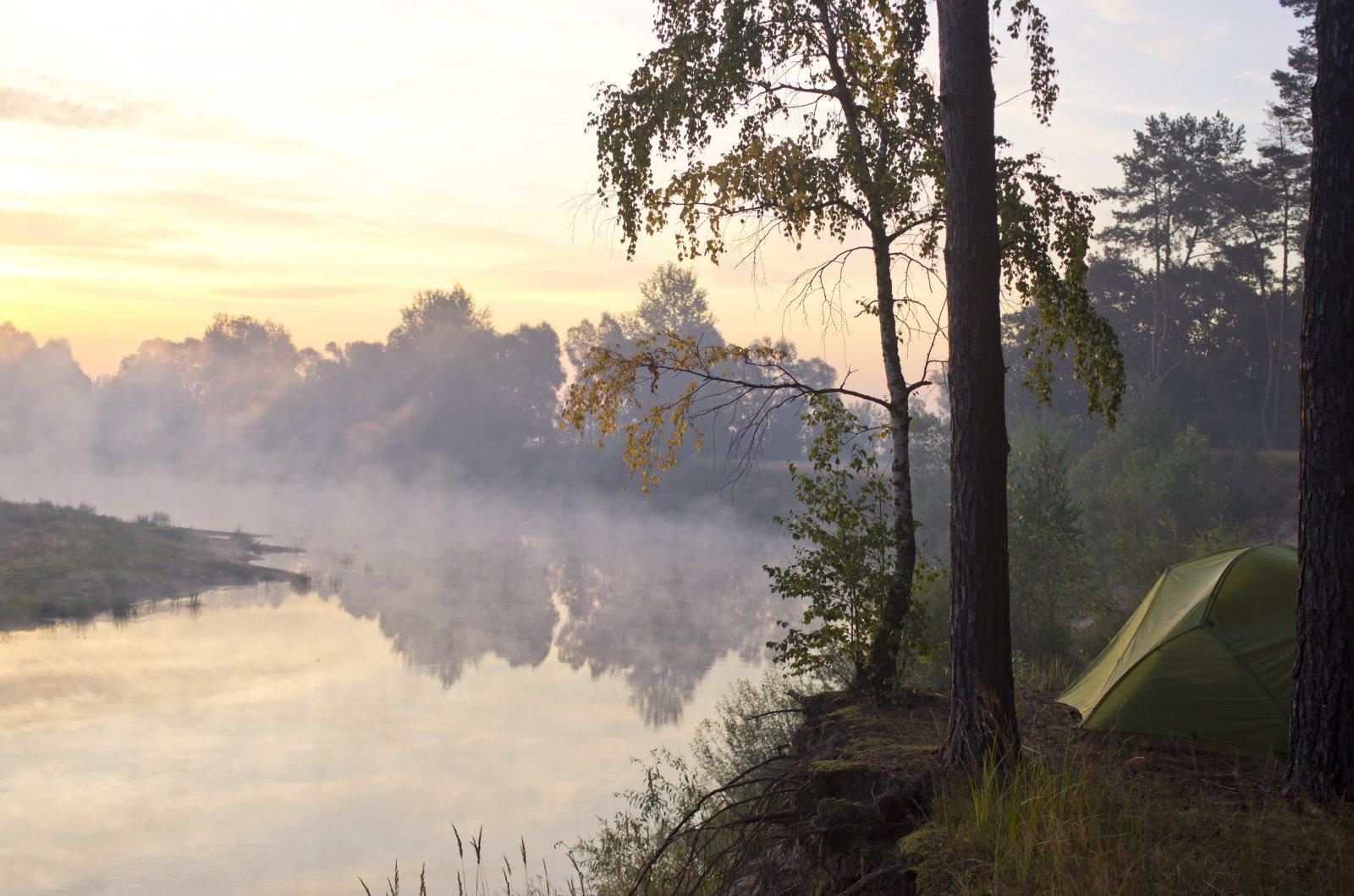 Палатка+берег в тумане.jpg